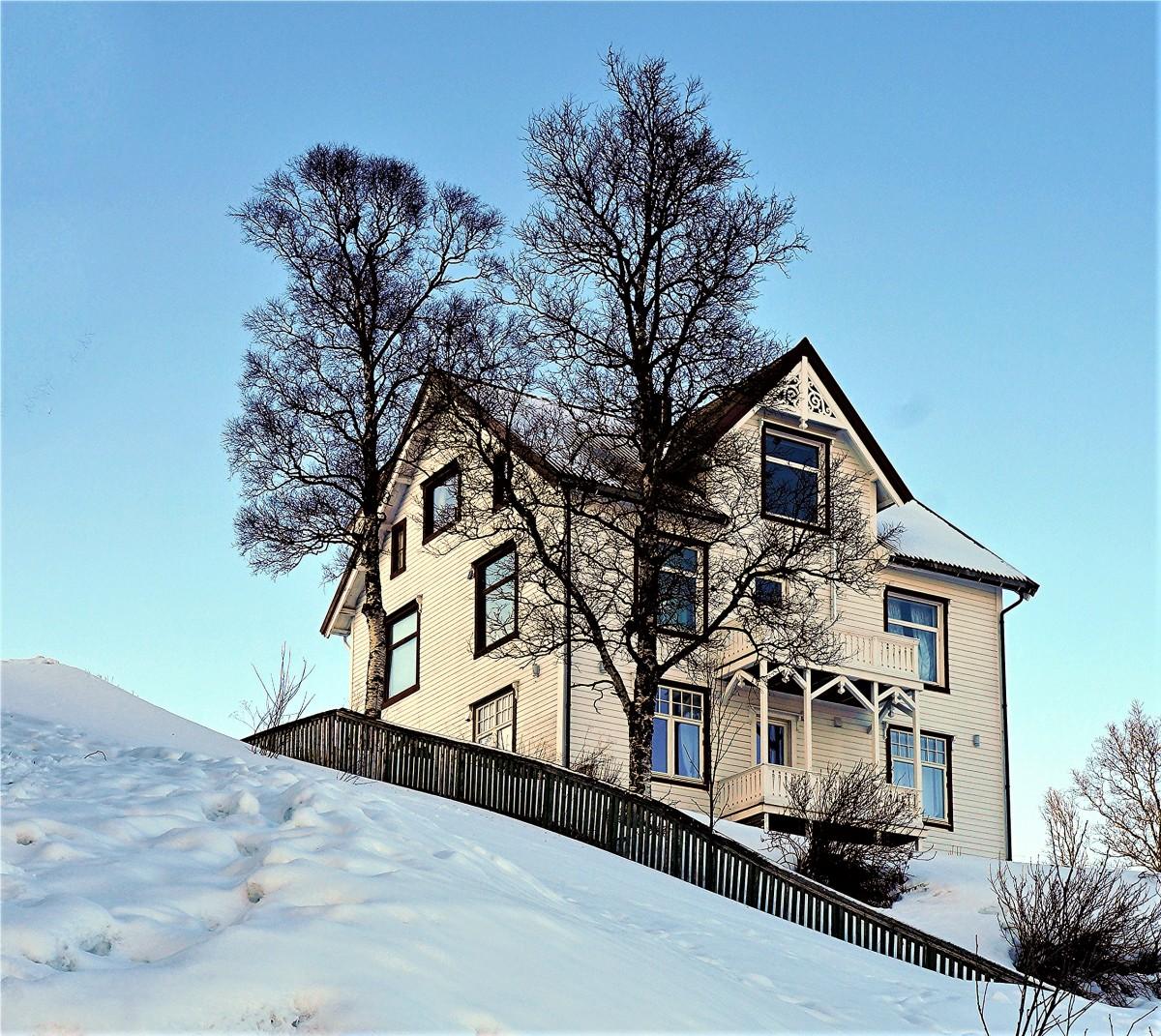 Zdjęcia: Tromsø, Troms, Domek na wzgórzu, NORWEGIA