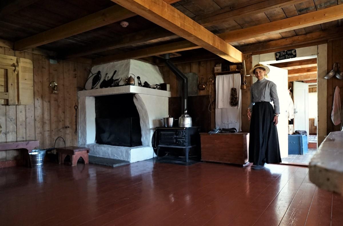 Zdjęcia: Trondelag Folk Museum, Trondheim, Sverresborg , Budynek szkoły, kuchnia, NORWEGIA