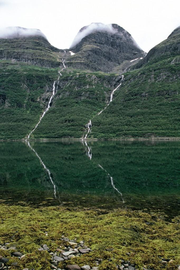 Zdjęcia: Fiord, Norewgia Północna, Strumienie, NORWEGIA