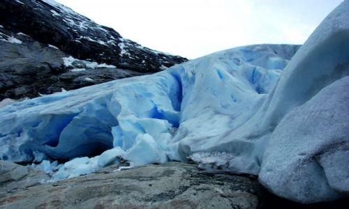 Zdjecie NORWEGIA / -Luster / Jostedalsbreen / W bliskości z niebieskim lodowcem