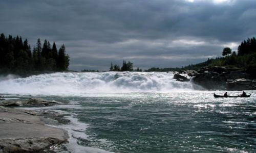 Zdjęcie NORWEGIA / srodkowa Norwegia / gdzies w drodze / troche  tam głośno :)