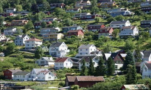 Zdjecie NORWEGIA / Hordaland / Sognefjord / Urocze domki nad Sognefjord'em