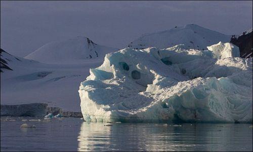 Zdjęcie NORWEGIA / Spitsbergen / okolice Hornsundu / Góra lodowa