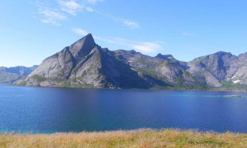 Zdjęcie NORWEGIA / Lofoty / okolice Reine / Skalista ściana Lofotów