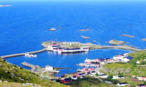 NORWEGIA / Nordland / centrum wielorybnicze w północnej części wyspy Langoya / Osada rybacka Sto - dalej na zachód to już tylko wieloryby