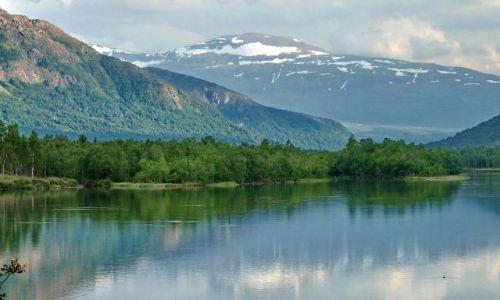 Zdjęcie NORWEGIA / Oppland / Oppland / Biwak z górami w tle w prowincji Oppland