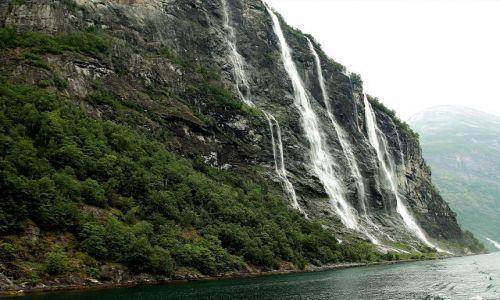 Zdjęcie NORWEGIA / - / Norwegia / Fiord Geiranger  Wodospad Siedmiu Sióstr