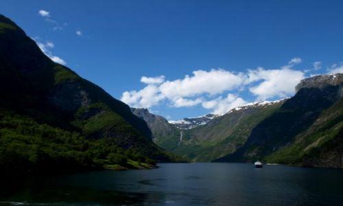 Zdjęcie NORWEGIA / Sogn og Fjordane. / Sognefjord / Wśród fiordów