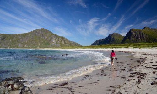 Zdjecie NORWEGIA / Lofoty / Lofoty / na plaży