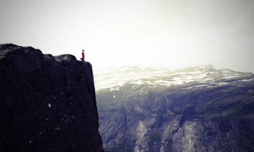 """Zdjęcie NORWEGIA / Hardanger / Trolltunga / KONKURS FOTO """"Kobieta w obiektywie podróżnika"""""""