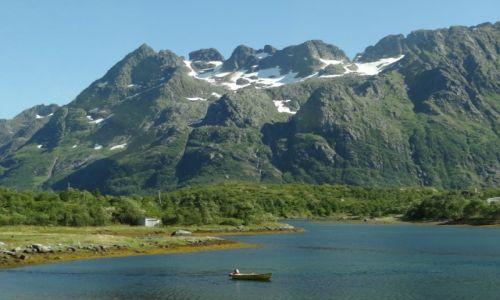 Zdjecie NORWEGIA / Norwegia / Norwegia / Samotna łódka