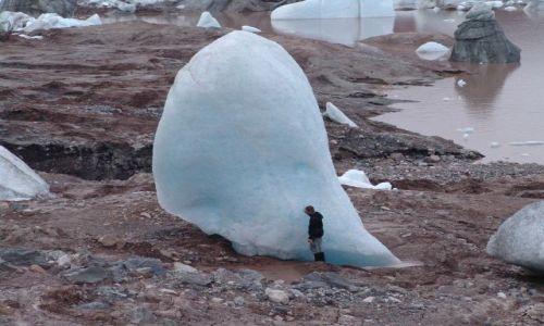 Zdjecie NORWEGIA / Svalbard / zanikajace jezioro w okolicach trojkolorowej góry / Jest bardzo duzy !