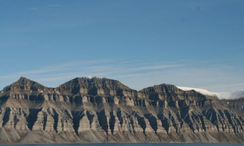 Zdjecie NORWEGIA / Svalbard / W drodze do Skansbukty. Niewiarygodnie regularne ksztalty / Natura rzezbi- ??? hm ...organy