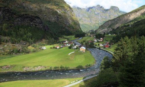 Zdjecie NORWEGIA / Sogn og Fjordane / Aurland  / W zakolach rzeki