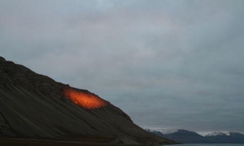 NORWEGIA / Svalbard / Dolina Ebby / Reflektory na Vordiekamen