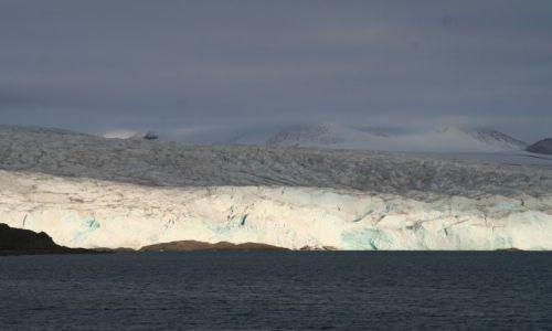 NORWEGIA / Svalbard / Lodowiec Norden Szeld / Właczyli swiatła na Nordenie