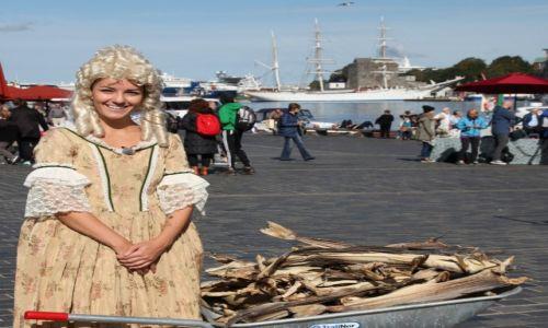 Zdjęcie NORWEGIA / Bergen / Targ rybny / Dwie epoki