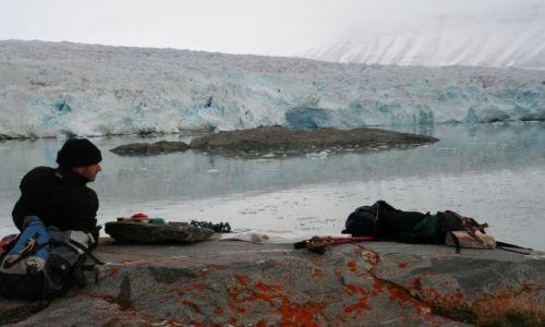 NORWEGIA / Svalbard / Lodowiec Norden / Sniadanie we troje