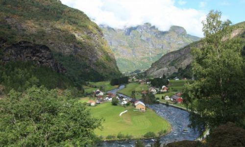 NORWEGIA / Sogn og Fjordane / Aurland / W zakolach rzeki Flam
