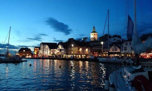 Zdjecie NORWEGIA / Rogaland / Stavanger / Port nocą.