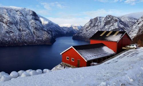 Zdjęcie NORWEGIA / Sogn og Fjordane / Aurland / Aurlandsfjorden...