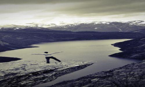 Zdjęcie NORWEGIA / Hardanger / Trolltunga / Postać na Języku Trola
