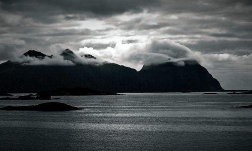 Zdjęcie NORWEGIA / Morze Norweskie / Lofoty / Dzień polarny
