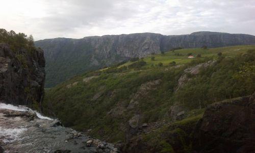 Zdjecie NORWEGIA / Rogaland / okolice Stavanger / mały, biały dom