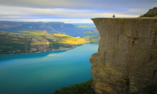 Zdjecie NORWEGIA / Lysefjorden / Preikestolen / 600 metrów w dół