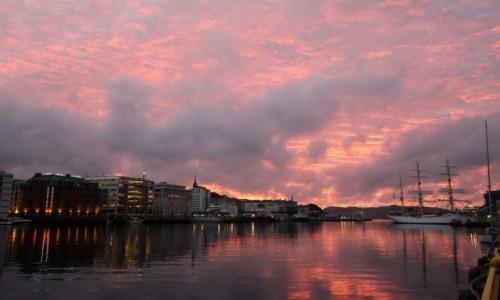 Zdjęcie NORWEGIA / Bergen / Bergen / zachód nad Bergen