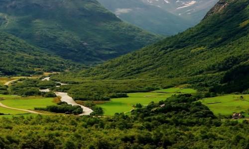 NORWEGIA / Dolina Romsdalen / Pasmo Romsdalsalpene / Zielona Droga zwana Z�ot�