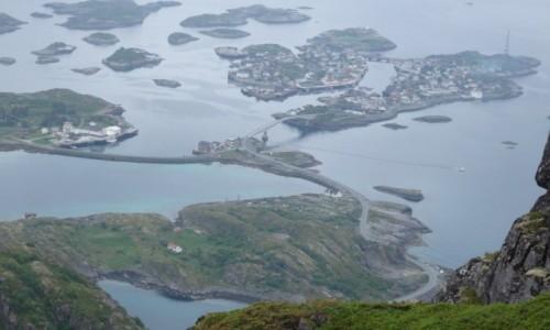 Zdjęcie NORWEGIA / Lofoty / Norwegia / Henningsvær w pochmurny wieczór