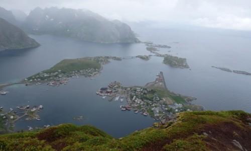 Zdjęcie NORWEGIA / Lofoty / Lofoty / Reine w deszczu