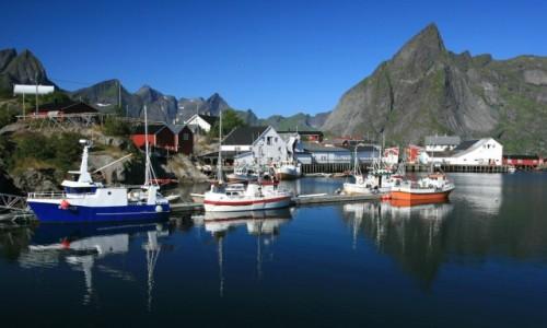 Zdjecie NORWEGIA / Lofoty / Hamnøy / Port w Hamn&#24