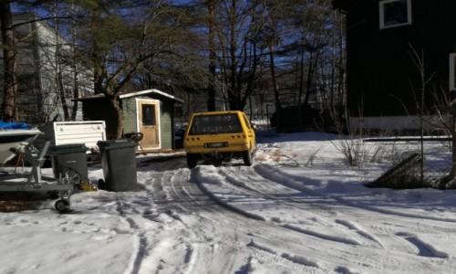 Zdjecie NORWEGIA / - / OSLO / Norweskie autko podłączone do domowego gniazdka