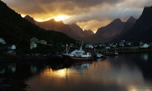 Zdjęcie NORWEGIA / Lofoty / Reine / Słoneczny spektakl
