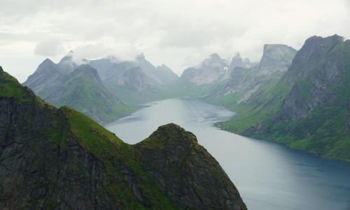 NORWEGIA / Lofoty / Reine / Fiord