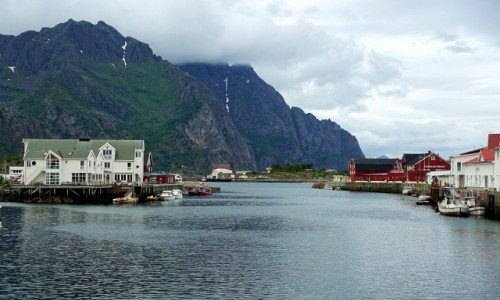 NORWEGIA / Lofoty / Svolvær, wyspa Svinøya / Góra Tjeldbergtind