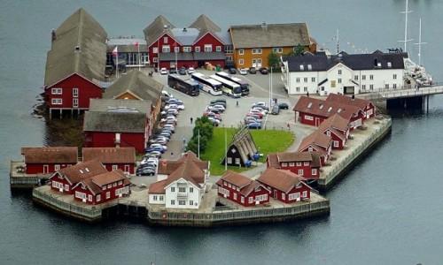 Zdjecie NORWEGIA / Lofoty / Ze szczytu Tjeldbergtind / Svolvær, Wyspa hotel
