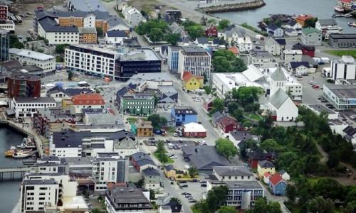 Zdjecie NORWEGIA / Lofoty / Ze szczytu Tjeldbergtind / Svolvær, centrum miasta