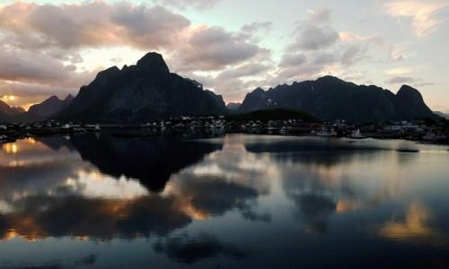 Zdjęcie NORWEGIA / Lofoty / Reine / Noc polarna