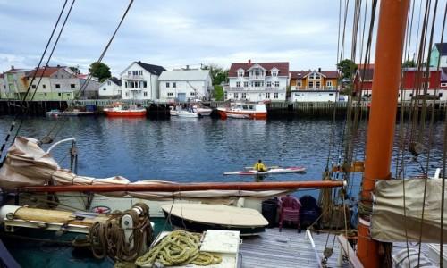 Zdjęcie NORWEGIA / Lofoty / Henningsvær / Drugi brzeg