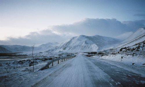 Zdjęcie NORWEGIA / Morza Barentsa / Niedaleko miejscowosci BERLEVAG / PRAWDZIWIE ARKTYCZNA DROGA