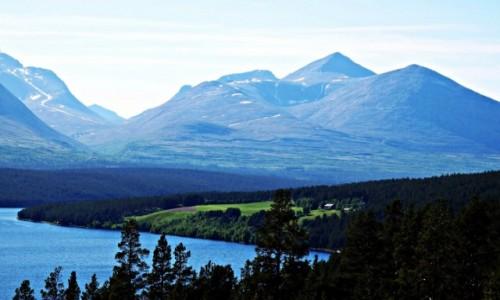 NORWEGIA / Rondane / Jezioro Atnsjoen / Droga 27 z widokiem na góry Rondane