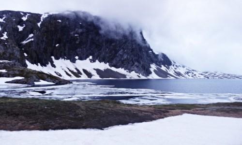 NORWEGIA / Droga 63 / Jezioro Djupvatnet / Jakoś nie miałem ochoty na kąpiel