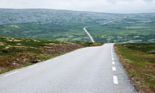 NORWEGIA / Droga z Ringebu do Atny / Ok. 30 km. przed Atną / 62,5 km/h w dół i 6 km/h pod górę