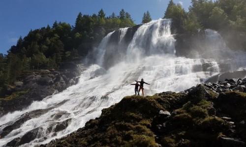 Zdjecie NORWEGIA / Hordaland / Kvinnherard / Furebergfossen