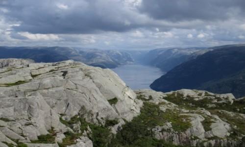 Zdjecie NORWEGIA / Rogaland / Preikestolen / Zachmurzony fjord