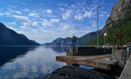 Zdjecie NORWEGIA / Lysefjord / Songesand / Songesand z niesamowitym widokiem na Lysefjord.