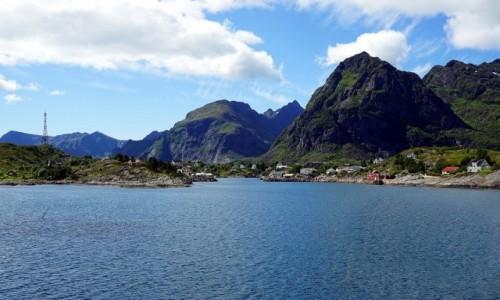 Zdjęcie NORWEGIA / Lofoty / Wyspa Moskenesoy  / Å i Tind